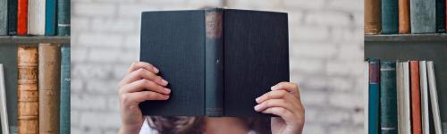 reggere il tuo libro tra le mani
